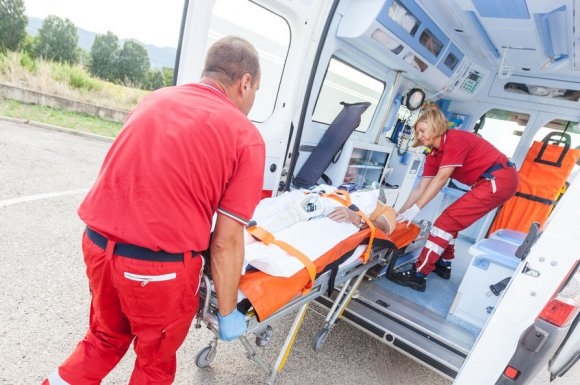 Taxi conventionné sécurité sociale pour transporter un malade vers son rendez-vous médical à Mondragon